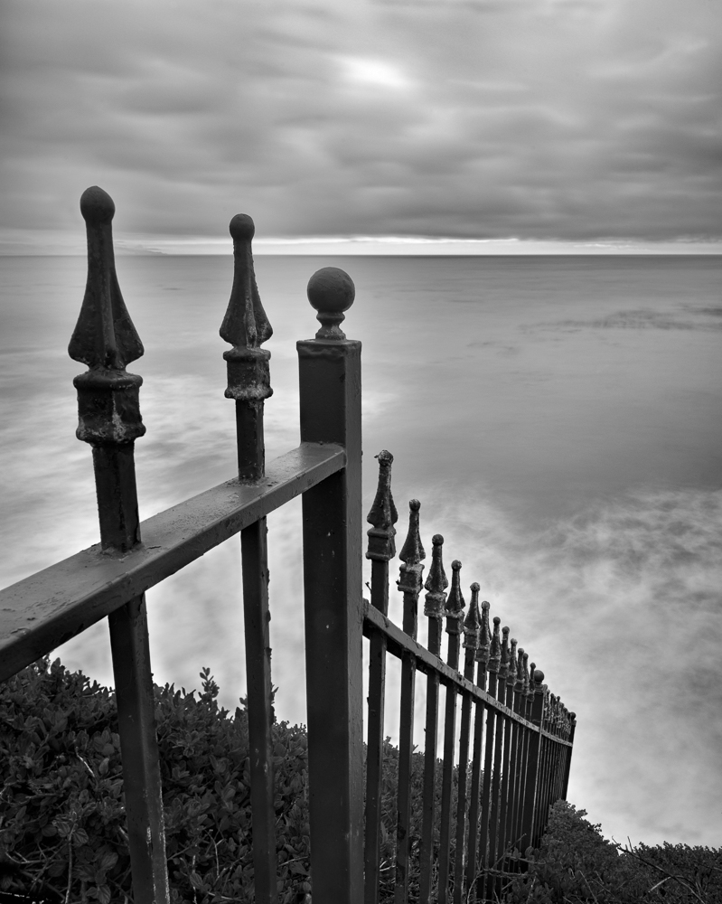 Fence to Sea (•)