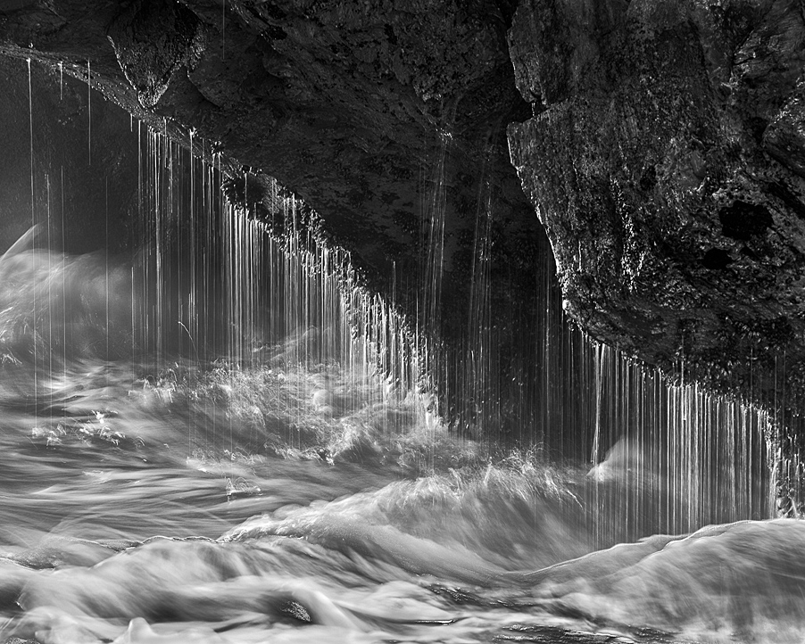 Sea Cave Splash Drip (•)